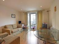 2 bedroom Flat in Saffron Hill...