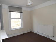 Maisonette to rent in London Road...