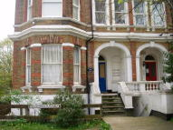 Studio flat to rent in Upper Grosvenor Road...