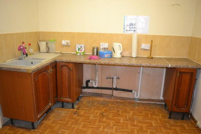 Kitchen Area S64 ...