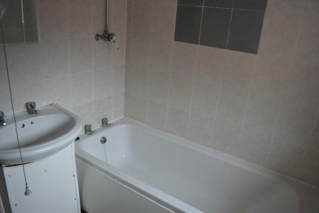 Bathroom S61 1DB