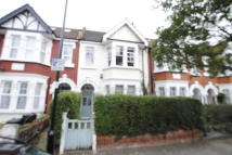 2 bedroom Flat in First avenue, Acton