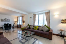 4 bedroom Flat in Queensway, Bayswater