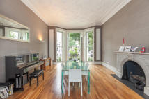 Flat in Holland Park, London