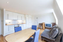 Flat to rent in The Baynards...