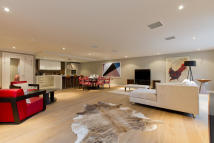 Apartment for sale in Palace Place, Victoria...