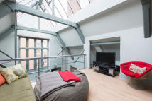 2 bedroom Apartment for sale in Forfar Road, London, SW11