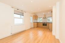 Flat to rent in Queenstown Road...
