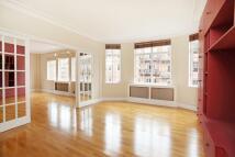 Flat to rent in Oakwood Court, London