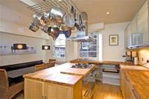 3 bedroom Flat to rent in NEW TOWN - North Castle...