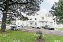 Ground Flat in Chigwell Road...
