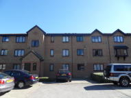 Flat to rent in Streamside Close, London...