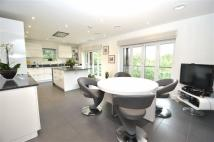 Flat for sale in Beatrice Court...
