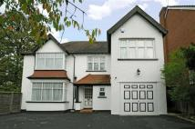 5 bedroom Detached house in Oakleigh Park North...