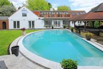 5 bedroom Detached property in Barnet Gate Lane, Arkley...