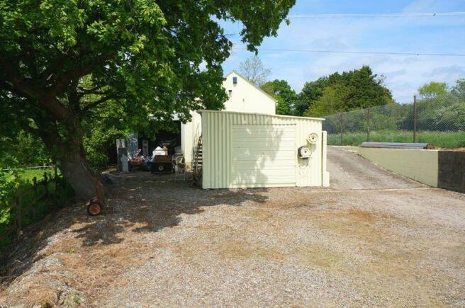 Garage/yard