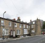 Flat to rent in Tuskar Street, London...