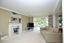 4 bed Detached house in Priory Drive, Reigate