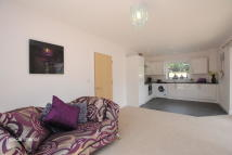 Apartment in St Annes Drive, Redhill