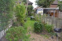 Flat to rent in Mount Road, Hendon...