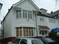 Studio flat to rent in Queens Road, Hendon...