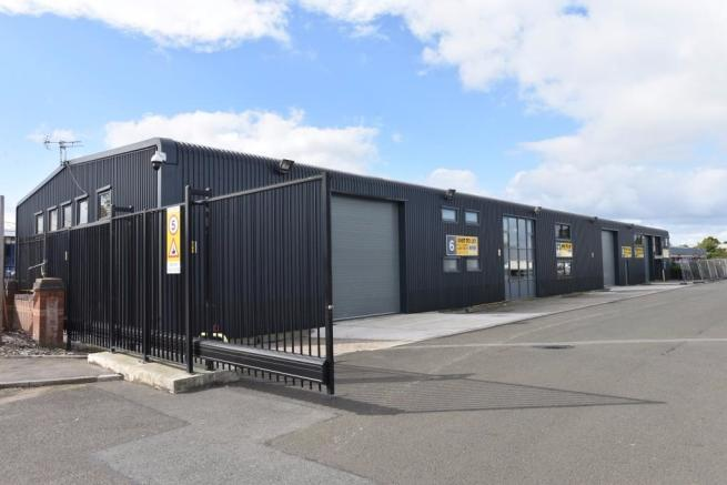 Commercial Property Trade : Trade counter to rent in unit montford enterprise