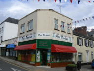 Flat to rent in Winner Street, Paignton...