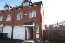 Town House to rent in Teynham Road, Dartford...