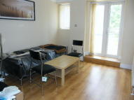 Flat to rent in Lascotts Road, London...