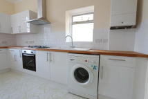 2 bed Flat to rent in Myddleton Road, London...
