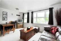 Flat to rent in Monmouth Close...