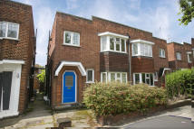 2 bed Flat in Ravenscroft Road...