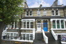 3 bed property in Linden Gardens, Chiswick...