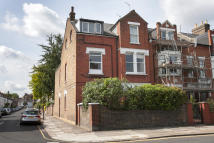 Flat in Chiswick Lane, London