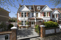 6 bedroom home in Dukes Avenue, London