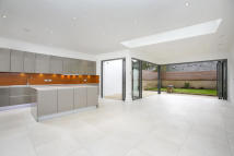 5 bedroom house for sale in Beaumont Road, London