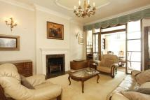 1 bedroom Flat in Templars Avenue...