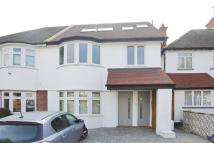 3 bed Flat in Russell Gardens...