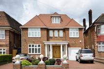 5 bed house in Kingsgate Avenue...