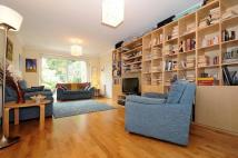 5 bedroom property for sale in Longland Drive...