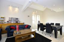 2 bed Flat in Princess Park Manor...