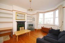 Flat to rent in Friern Barnet...