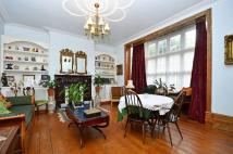Flat for sale in High Road, Whetstone, N20