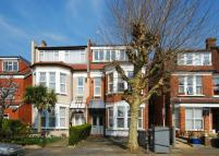 Woodside Grove Flat to rent
