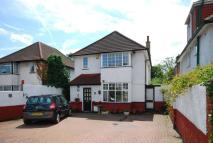 3 bedroom house in Hale Lane, Mill Hill, NW7