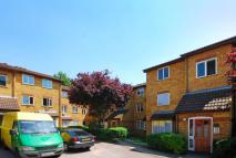 2 bed Flat for sale in Greenway Close...