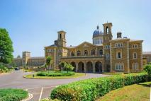 2 bed Flat to rent in Royal Drive...