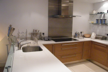 Apartment to rent in Queenstown Road, Chelsea...