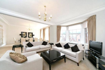3 bedroom Apartment to rent in Grosvenor Square...
