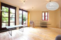 3 bed Flat to rent in Ickburgh Road, Hackney...